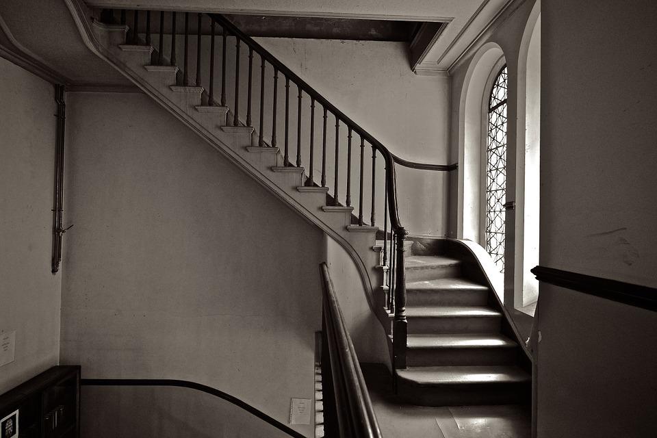 rodzaje schodów montowanych w domach