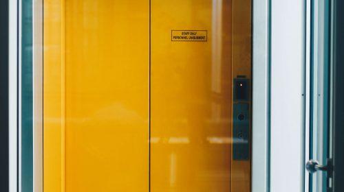 winda w budynku